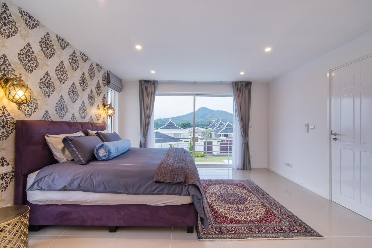 Thaiproperty1 Agency's Luxury 2-Storey Modern Pool Villa - Falcon Hill Hua Hin 38