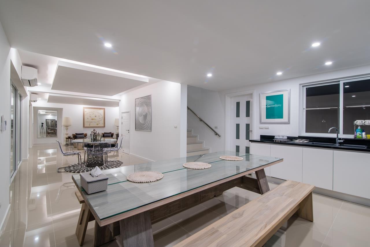 Thaiproperty1 Agency's Luxury 2-Storey Modern Pool Villa - Falcon Hill Hua Hin 14