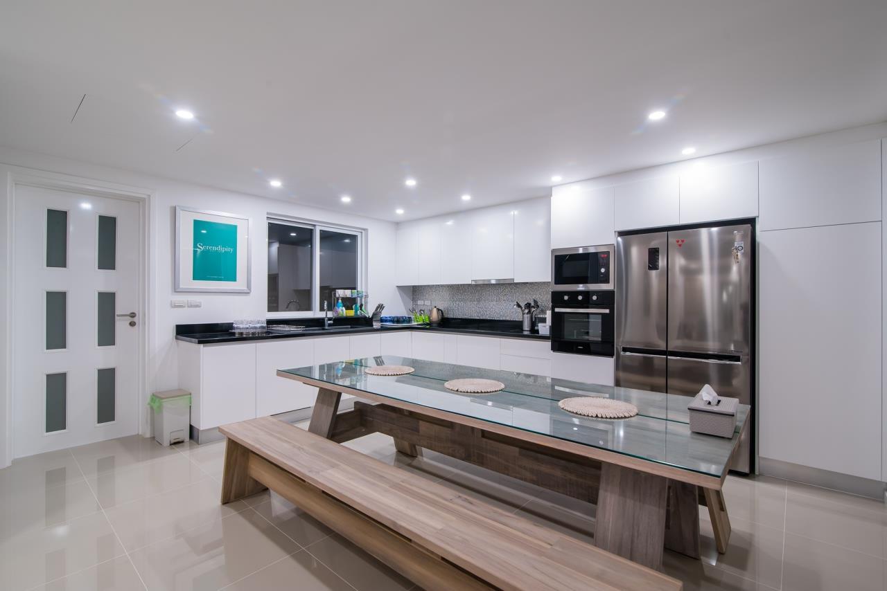 Thaiproperty1 Agency's Luxury 2-Storey Modern Pool Villa - Falcon Hill Hua Hin 11