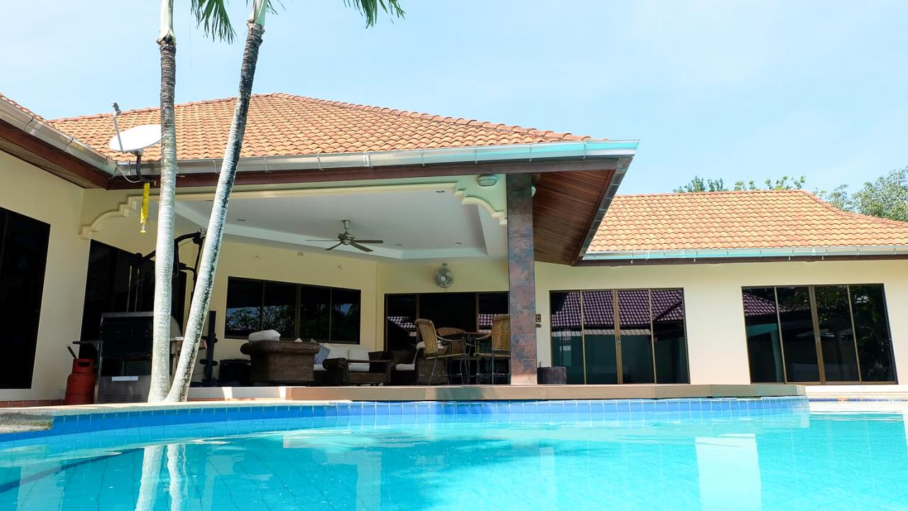Thaiproperty1 Agency's 3 Bed pool villa for sale at Mabprachan - East Pattaya 38