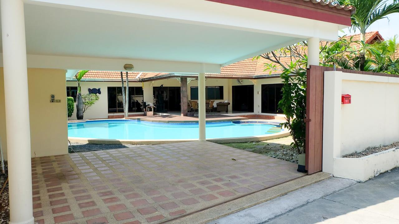Thaiproperty1 Agency's 3 Bed pool villa for sale at Mabprachan - East Pattaya 39