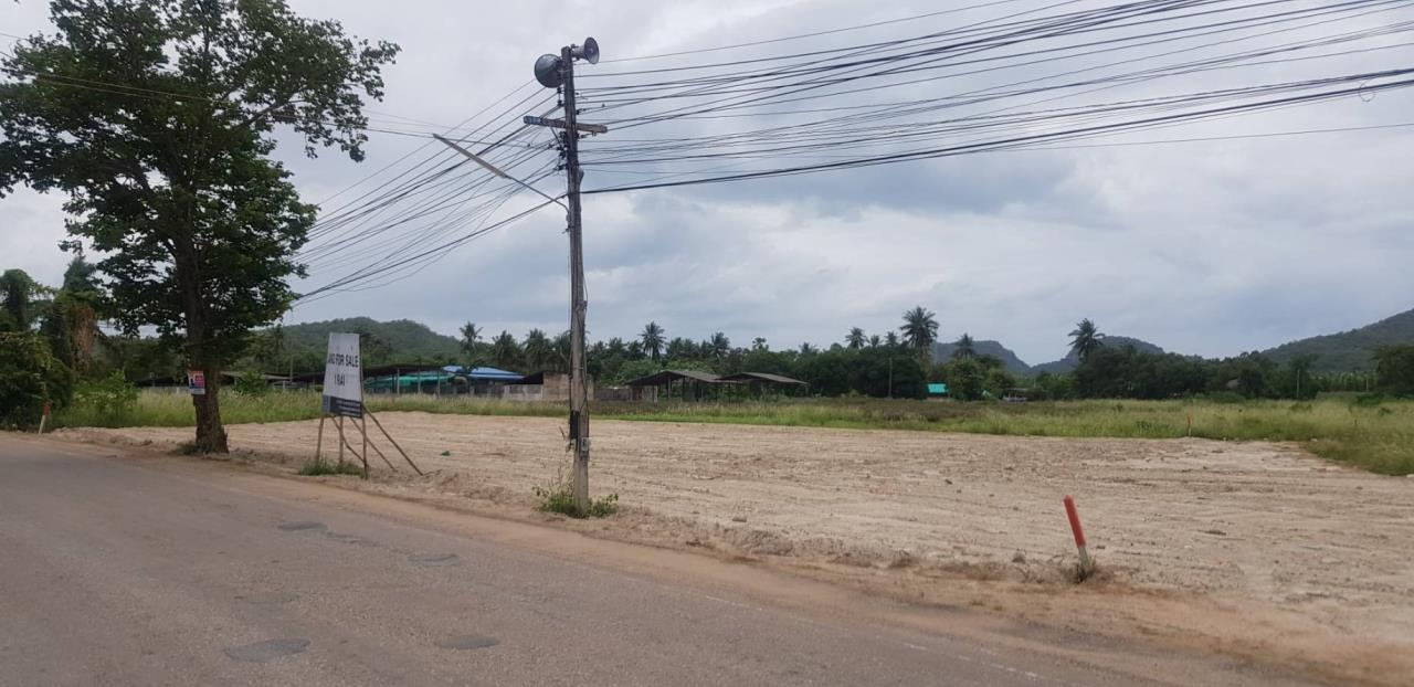 Luxury Hua Hin Property Agency's Lovely Plot of 1 Rai of Land For Sale 1