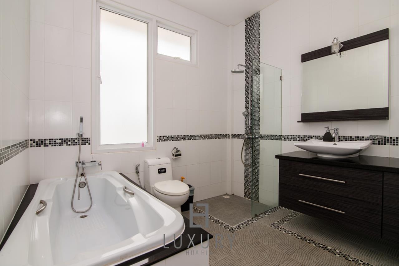 Luxury Hua Hin Property Agency's 4 Bedroom Pool Villa 17