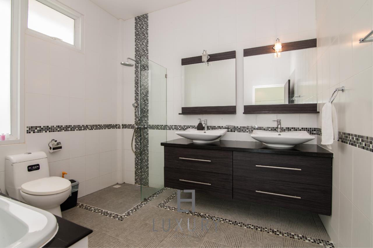 Luxury Hua Hin Property Agency's 4 Bedroom Pool Villa 18