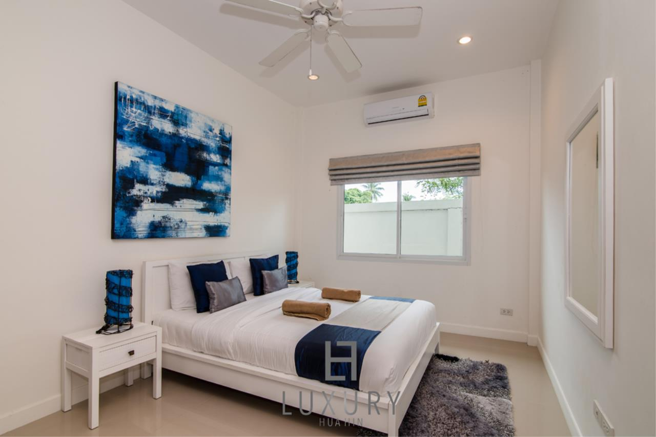 Luxury Hua Hin Property Agency's 4 Bedroom Pool Villa 23