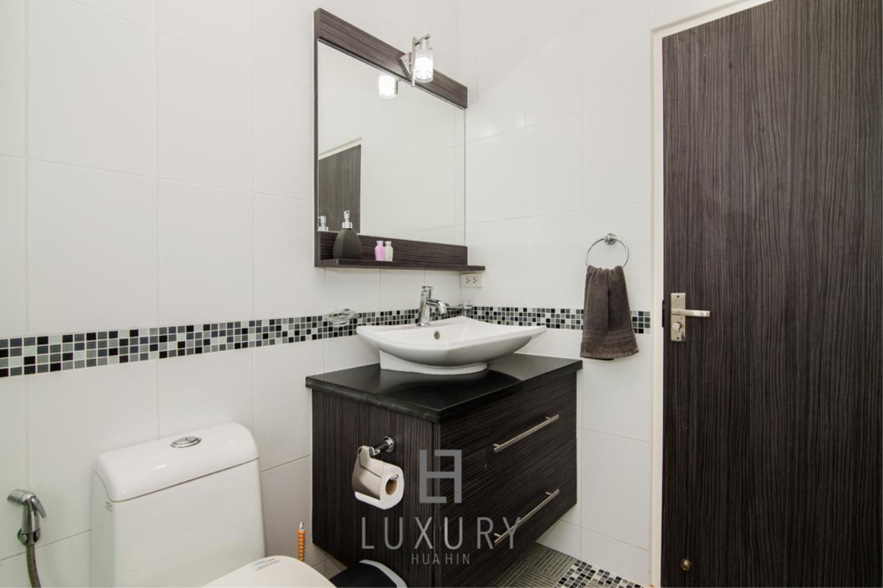 Luxury Hua Hin Property Agency's 4 Bedroom Pool Villa 22