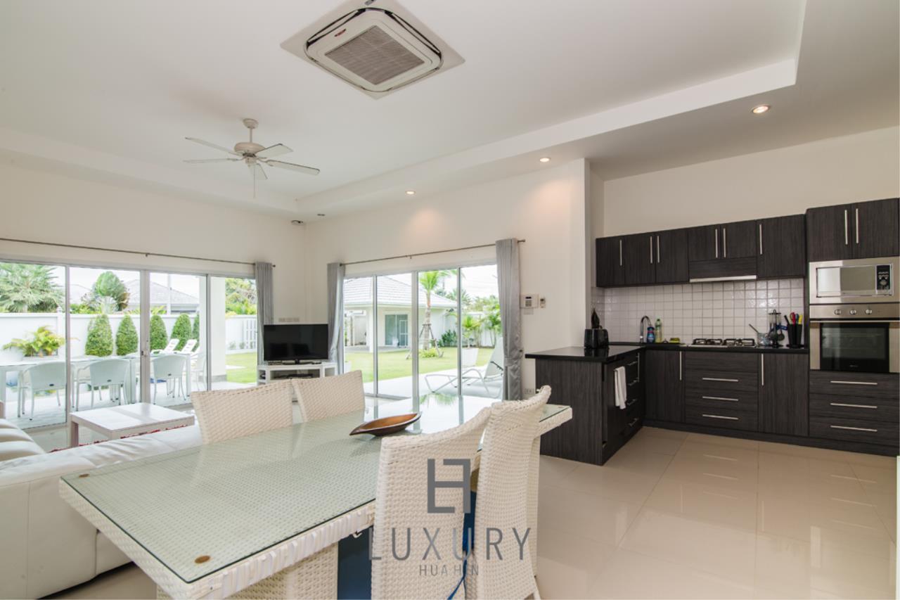 Luxury Hua Hin Property Agency's 4 Bedroom Pool Villa 10