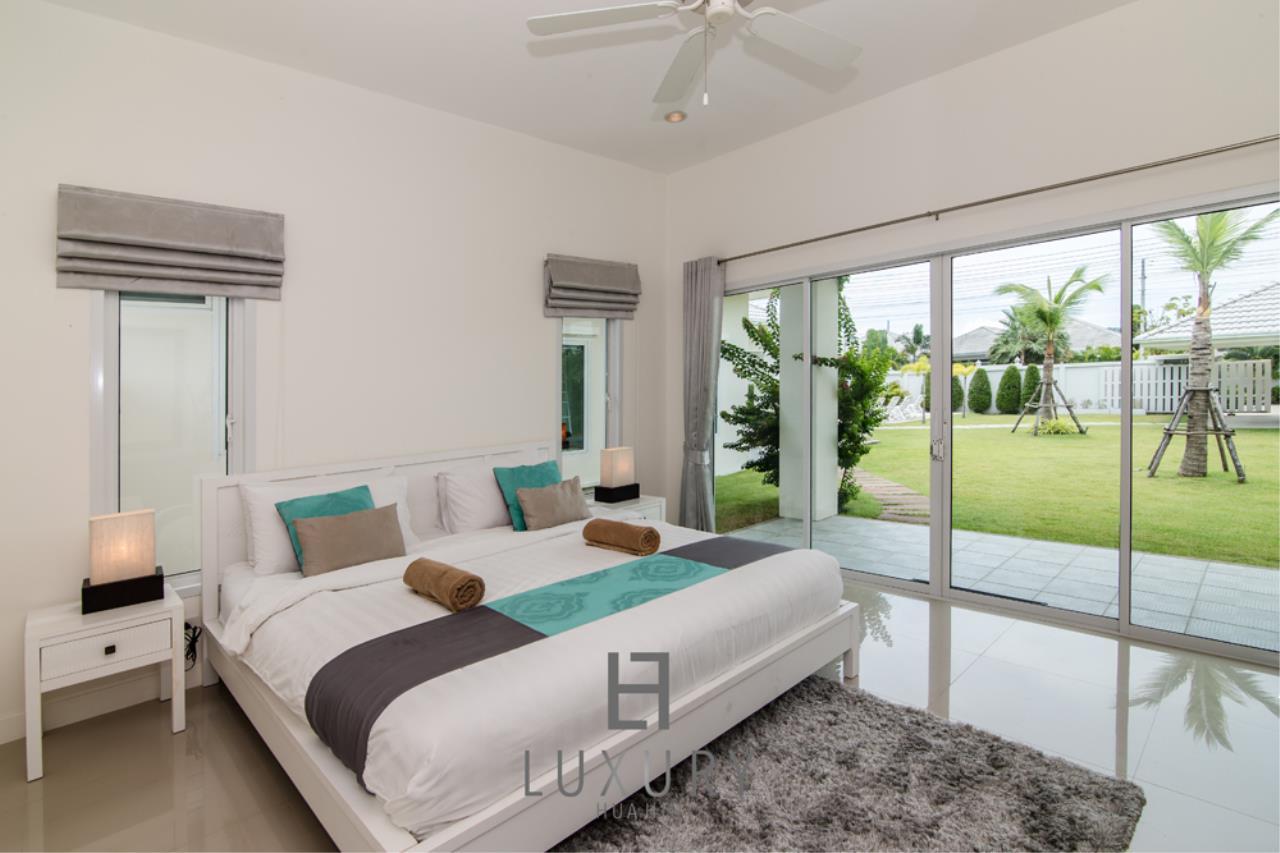 Luxury Hua Hin Property Agency's 4 Bedroom Pool Villa 28