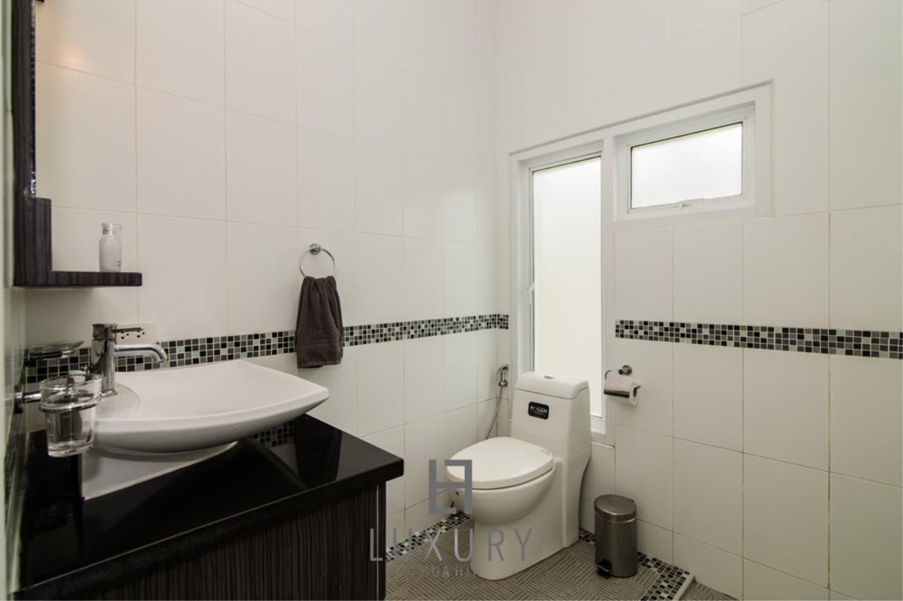 Luxury Hua Hin Property Agency's 4 Bedroom Pool Villa 25