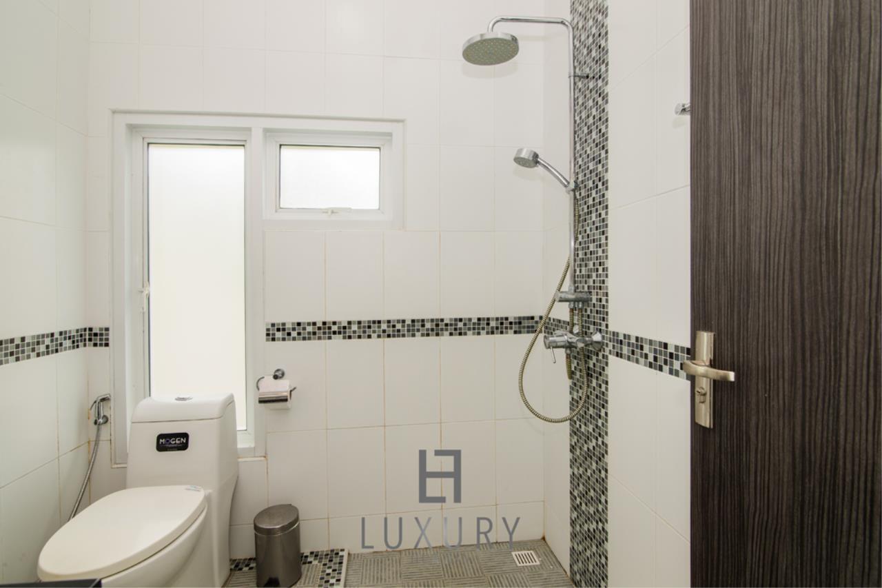 Luxury Hua Hin Property Agency's 4 Bedroom Pool Villa 26