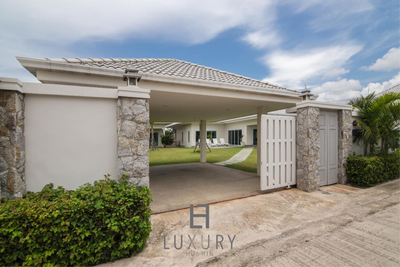 Luxury Hua Hin Property Agency's 4 Bedroom Pool Villa 30