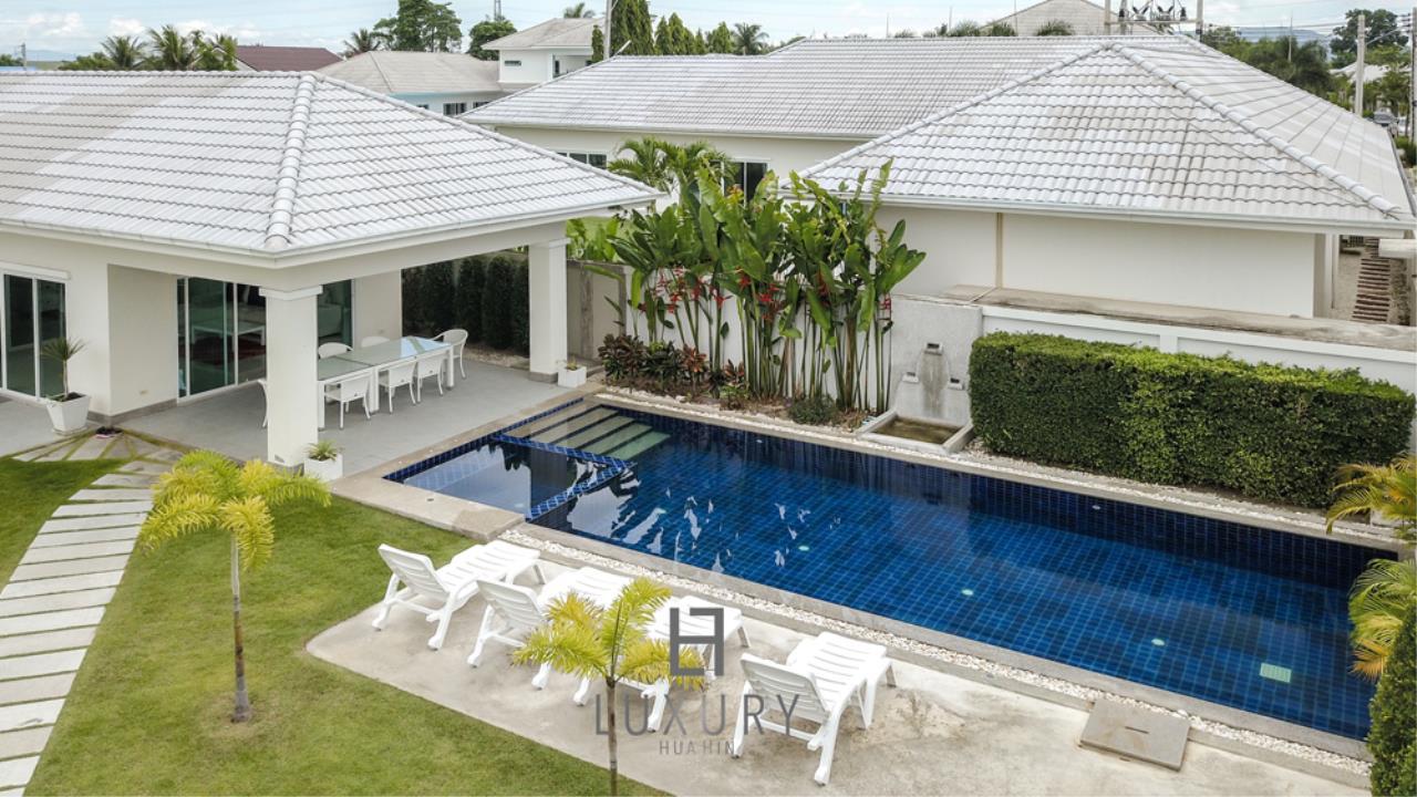 Luxury Hua Hin Property Agency's 4 Bedroom Pool Villa 2