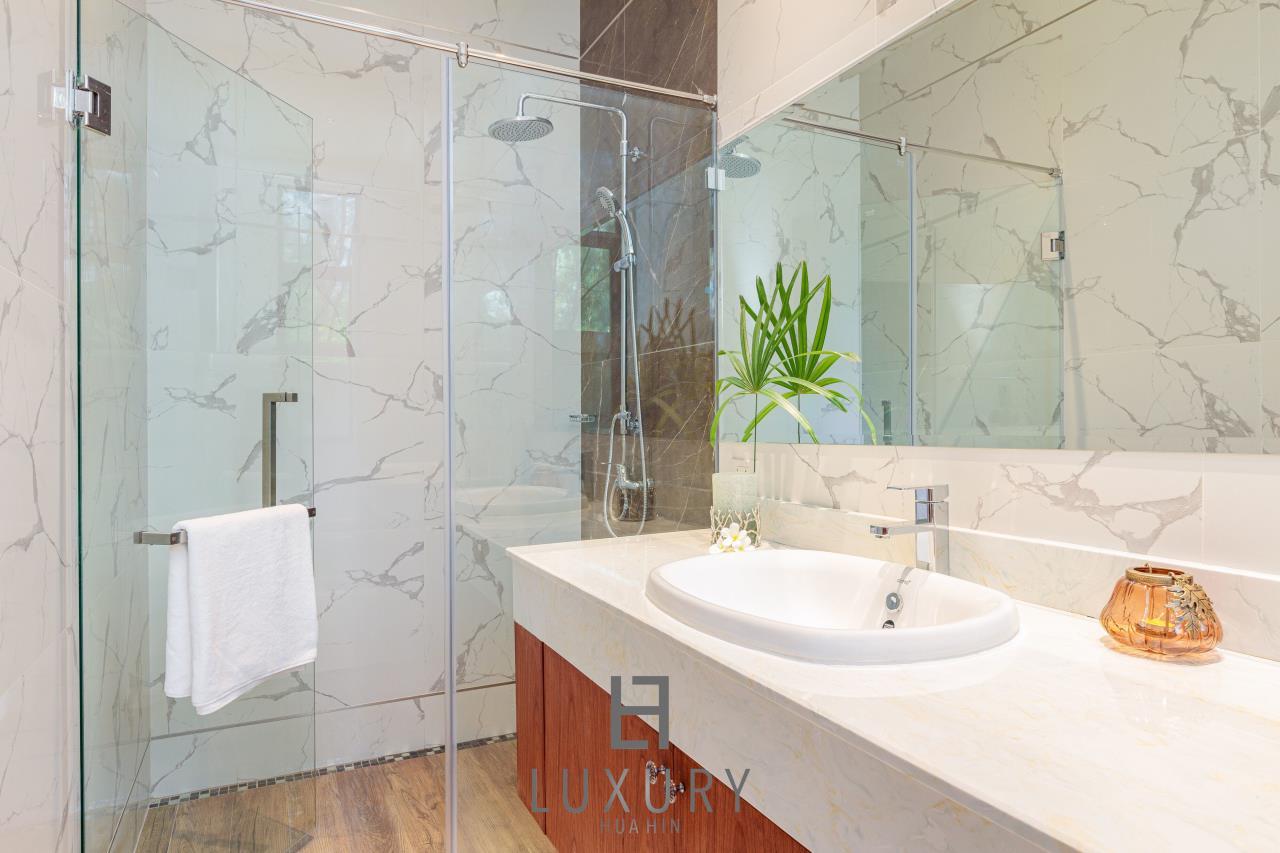 Luxury Hua Hin Property Agency's New Development - Well Designed 3 Bedroom Pool Villa  16
