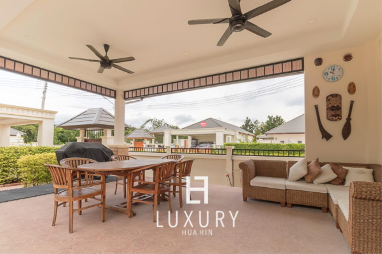 Luxury Hua Hin Property Agency's 3 Bedroom L Shaped pool villa 4