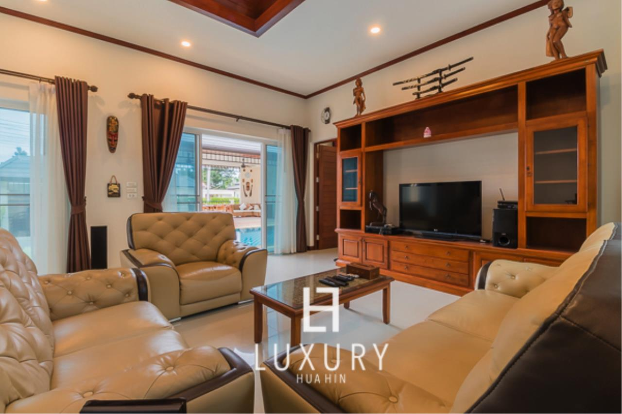 Luxury Hua Hin Property Agency's 3 Bedroom L Shaped pool villa 7