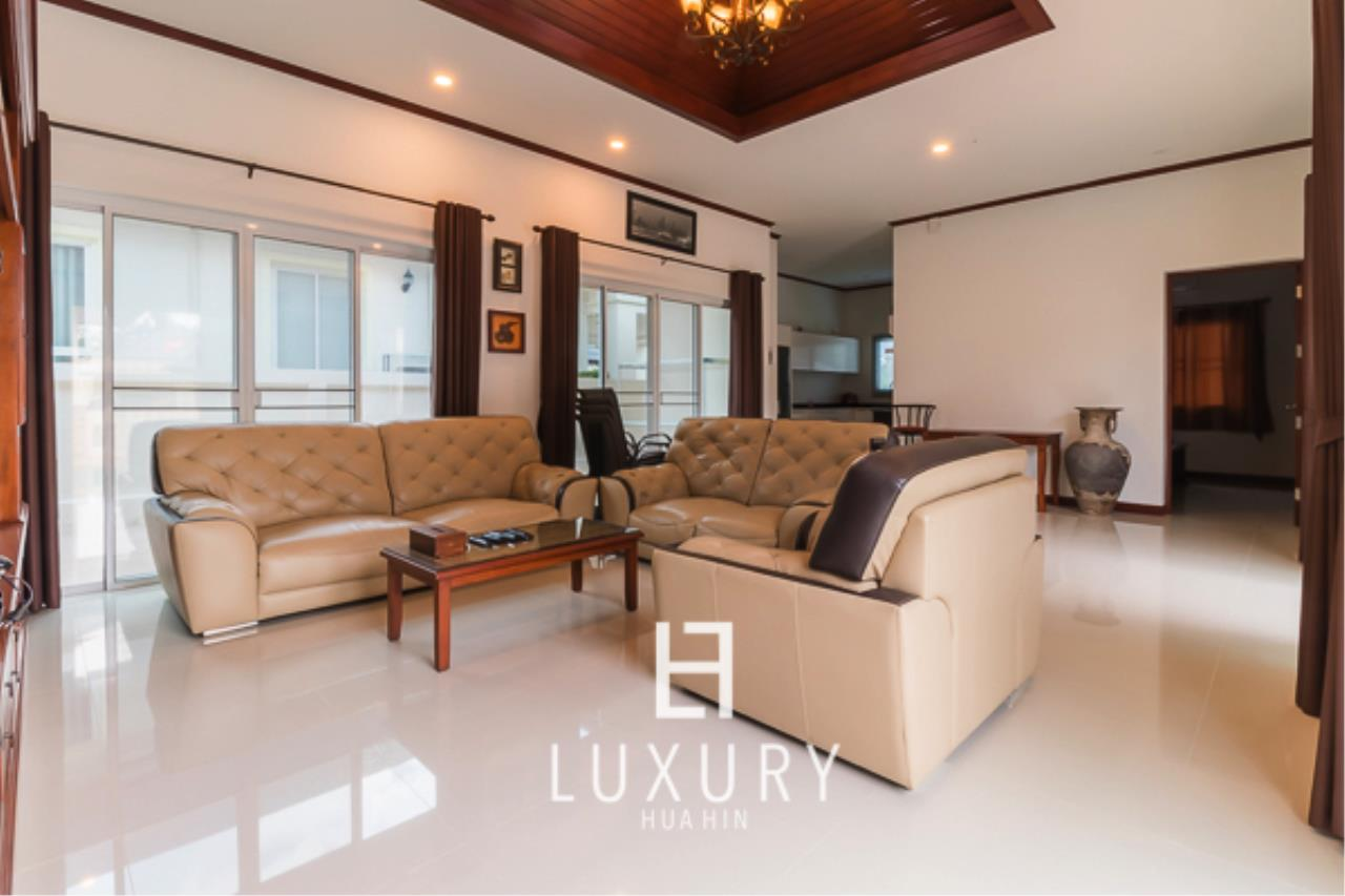Luxury Hua Hin Property Agency's 3 Bedroom L Shaped pool villa 8