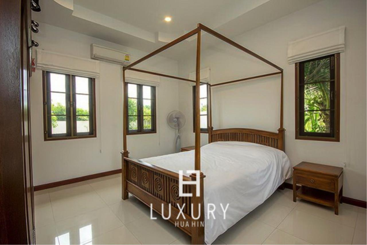Luxury Hua Hin Property Agency's Bali Style 3 Bedroom Pool Villa 8