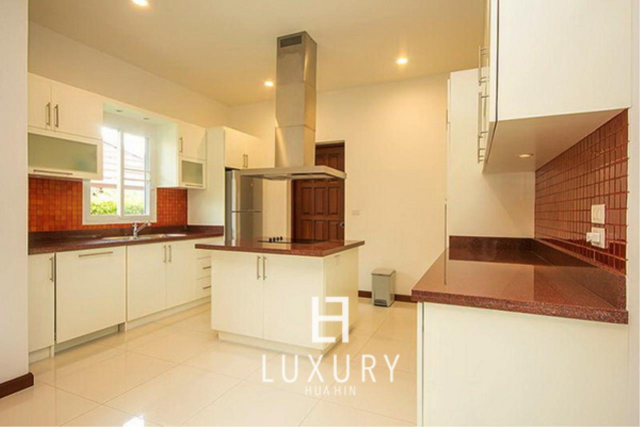Luxury Hua Hin Property Agency's Bali Style 3 Bedroom Pool Villa 4