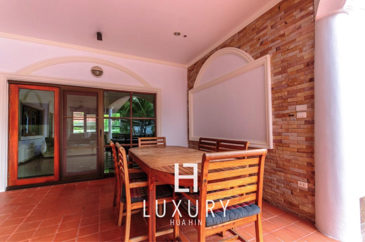 Luxury Hua Hin Property Agency's Large 4 Bedroom Villa  6