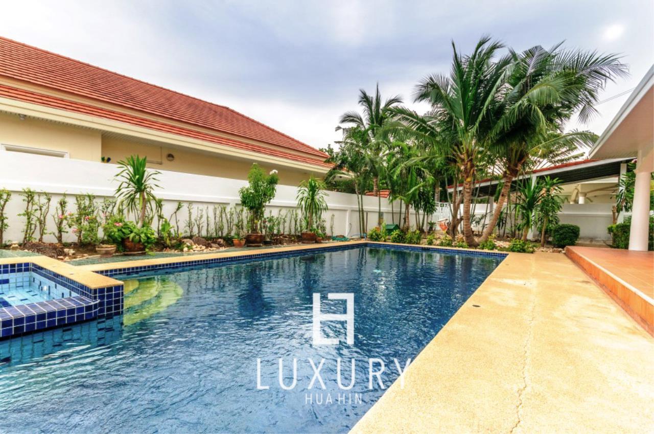Luxury Hua Hin Property Agency's Large 4 Bedroom Villa  3