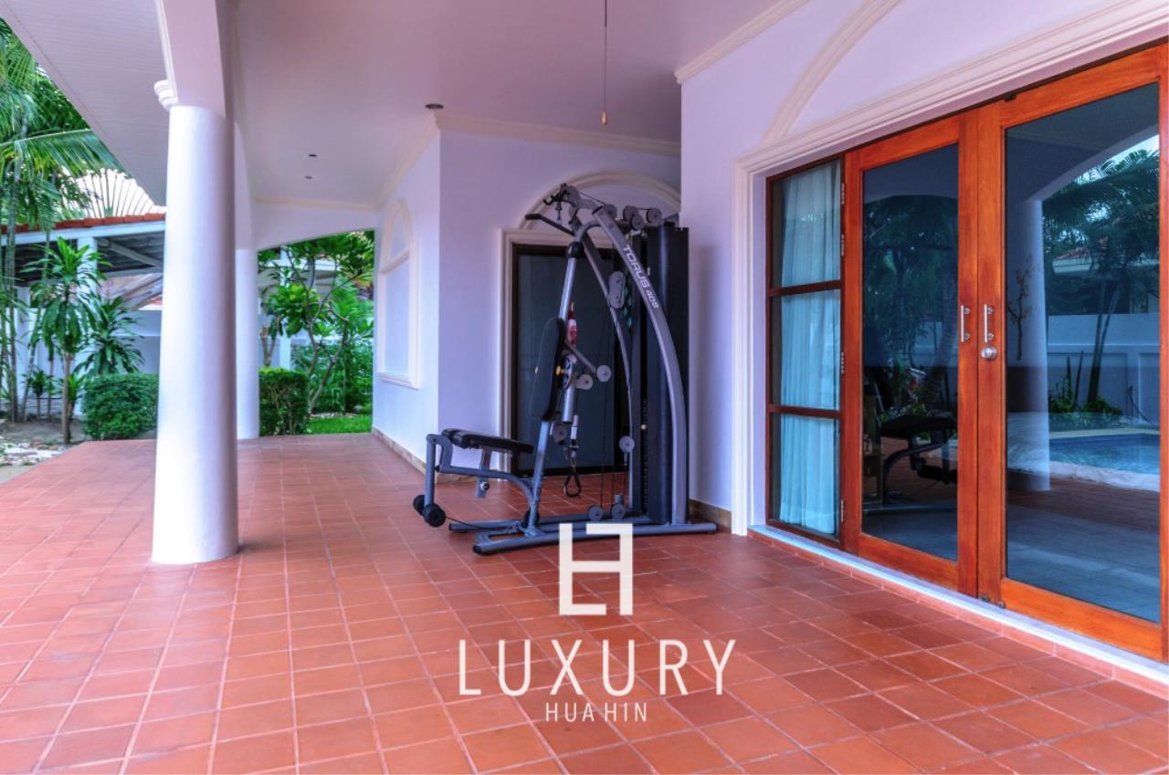 Luxury Hua Hin Property Agency's Large 4 Bedroom Villa  8