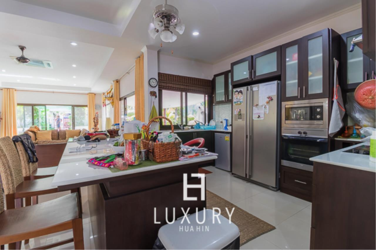 Luxury Hua Hin Property Agency's 3 Bedroom Pool Villa  5