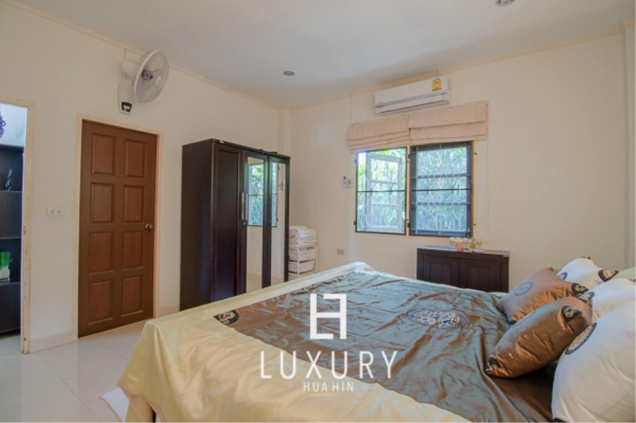 Luxury Hua Hin Property Agency's 3 Bedroom Pool Villa Close to Town 9