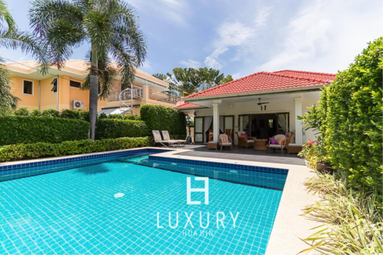 Luxury Hua Hin Property Agency's 3 Bedroom Pool Villa Close to Town 2