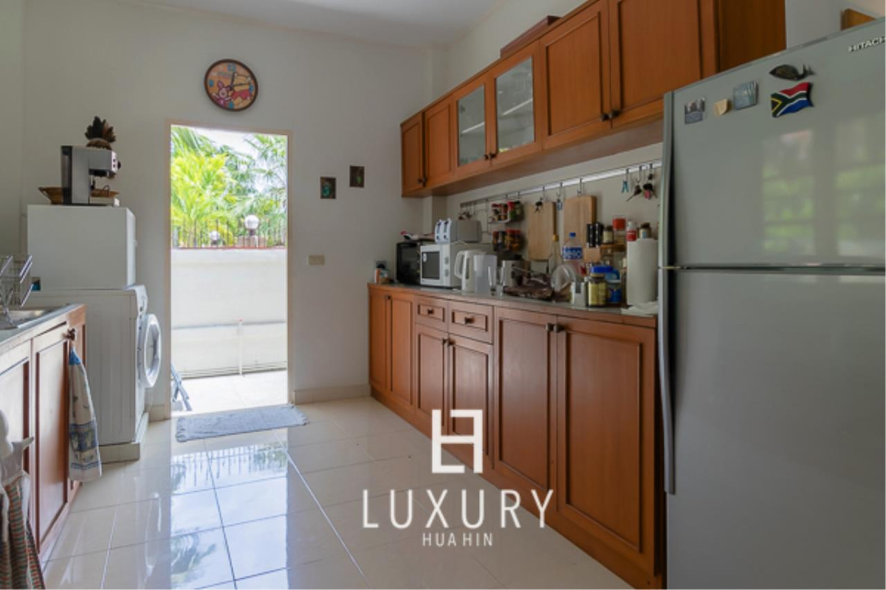 Luxury Hua Hin Property Agency's 3 Bedroom Pool Villa Close to Town 6