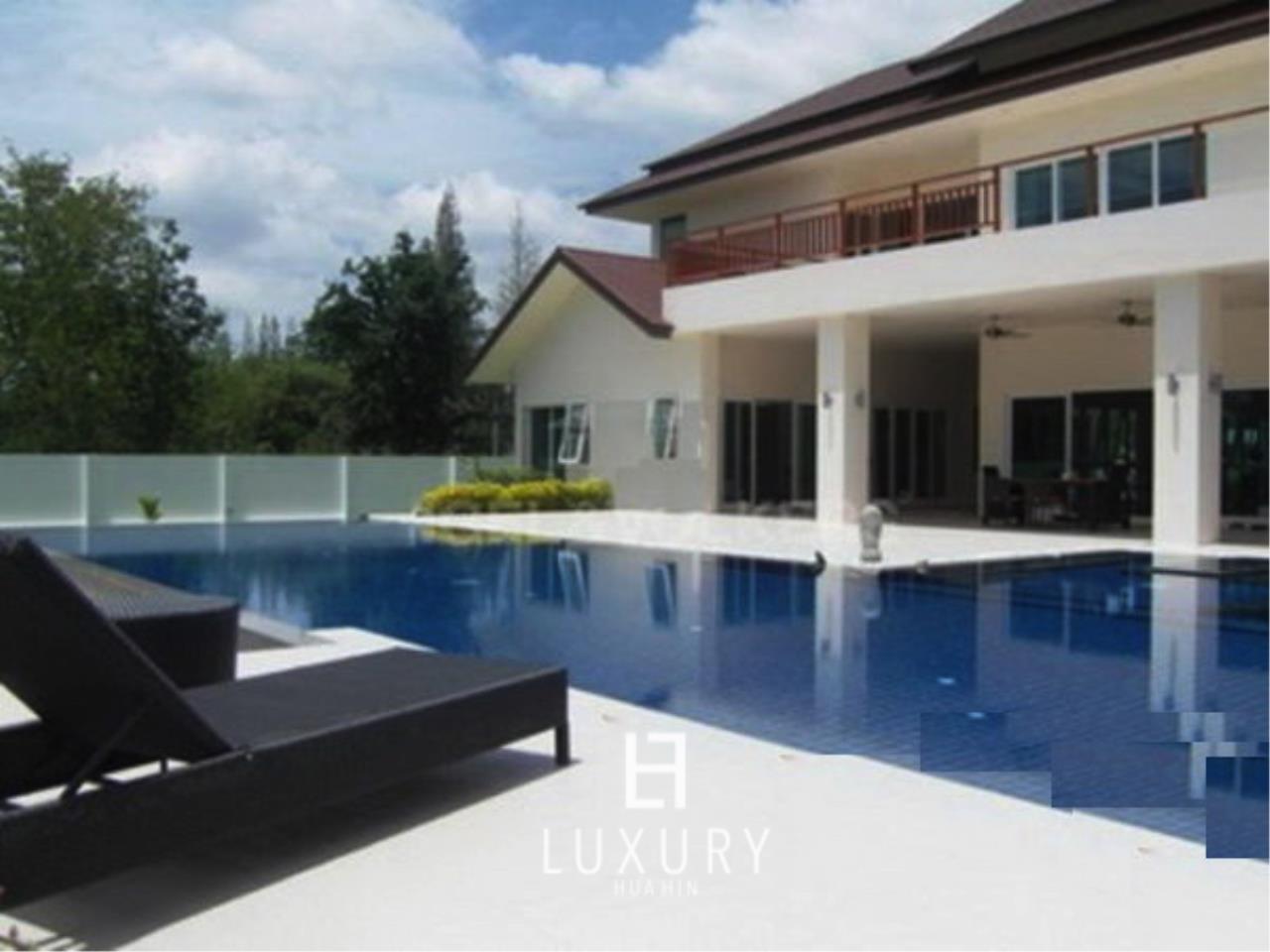 Luxury Hua Hin Property Agency's Luxury 5 Bedroom Pool Villa  3