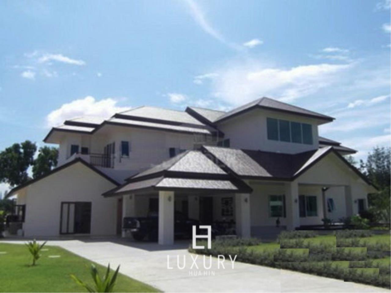 Luxury Hua Hin Property Agency's Luxury 5 Bedroom Pool Villa  2