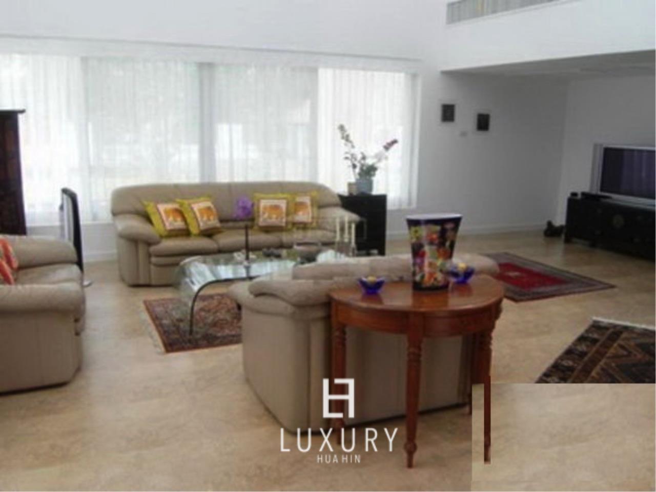 Luxury Hua Hin Property Agency's Luxury 5 Bedroom Pool Villa  6