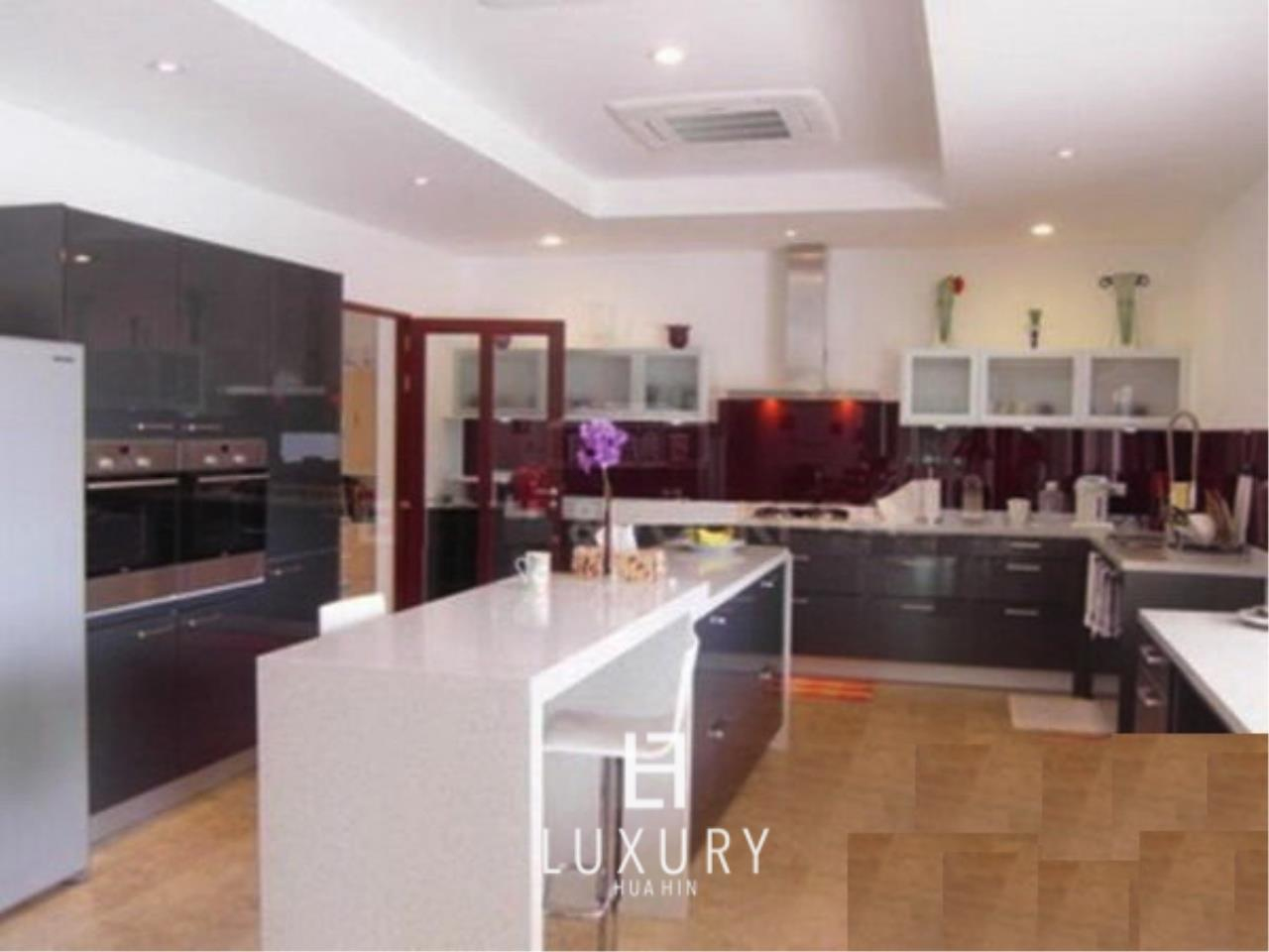 Luxury Hua Hin Property Agency's Luxury 5 Bedroom Pool Villa  5