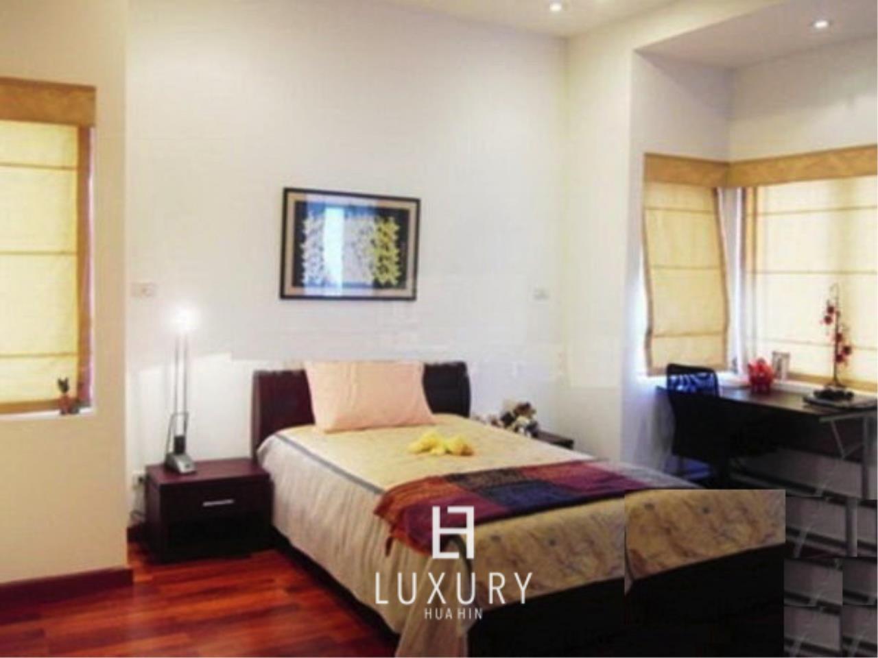 Luxury Hua Hin Property Agency's Luxury 5 Bedroom Pool Villa  10