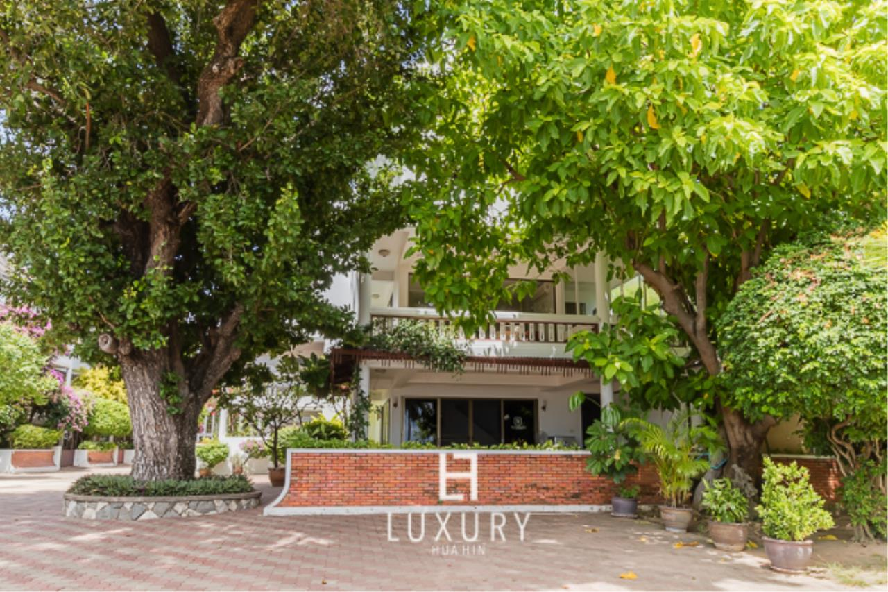 Luxury Hua Hin Property Agency's Beachfront Location 4 Bedroom Townhouse 1