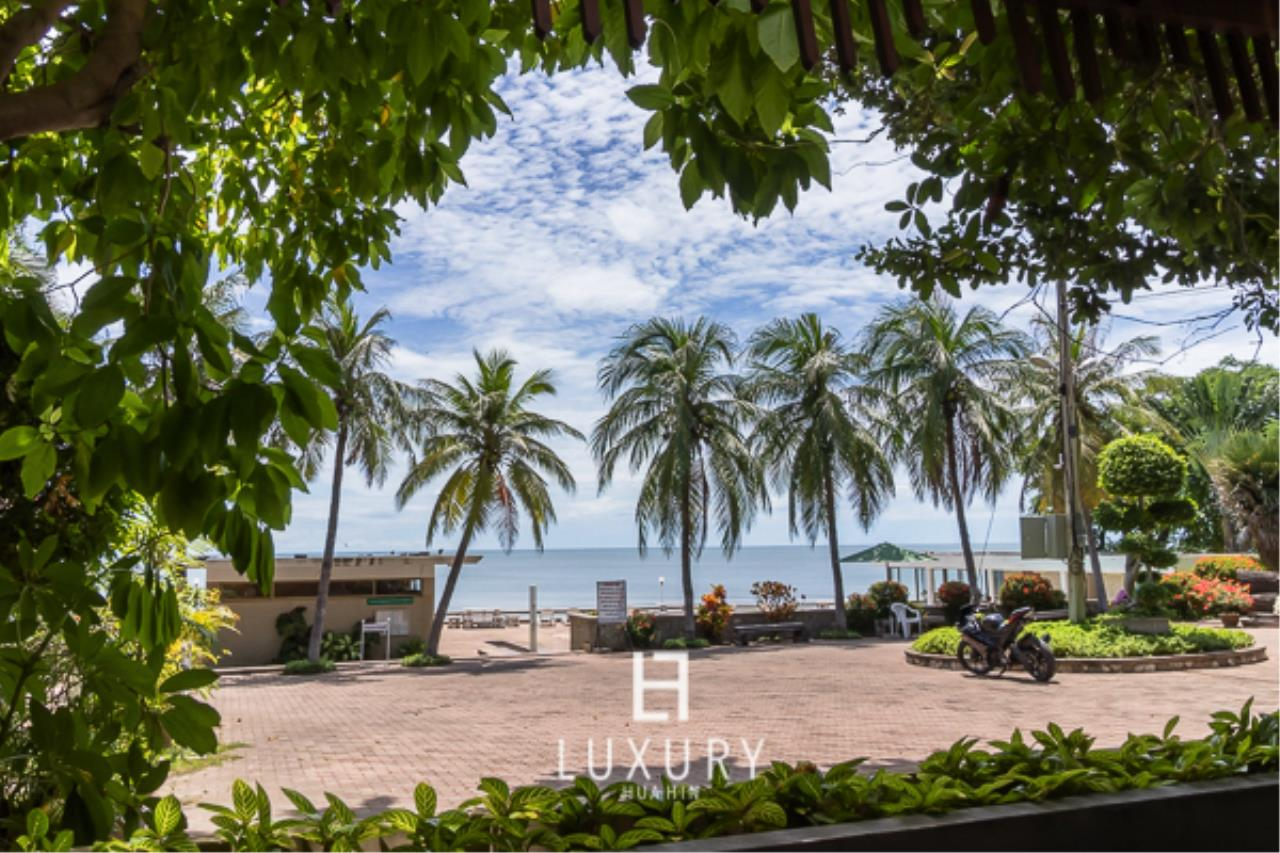 Luxury Hua Hin Property Agency's Beachfront Location 4 Bedroom Townhouse 2