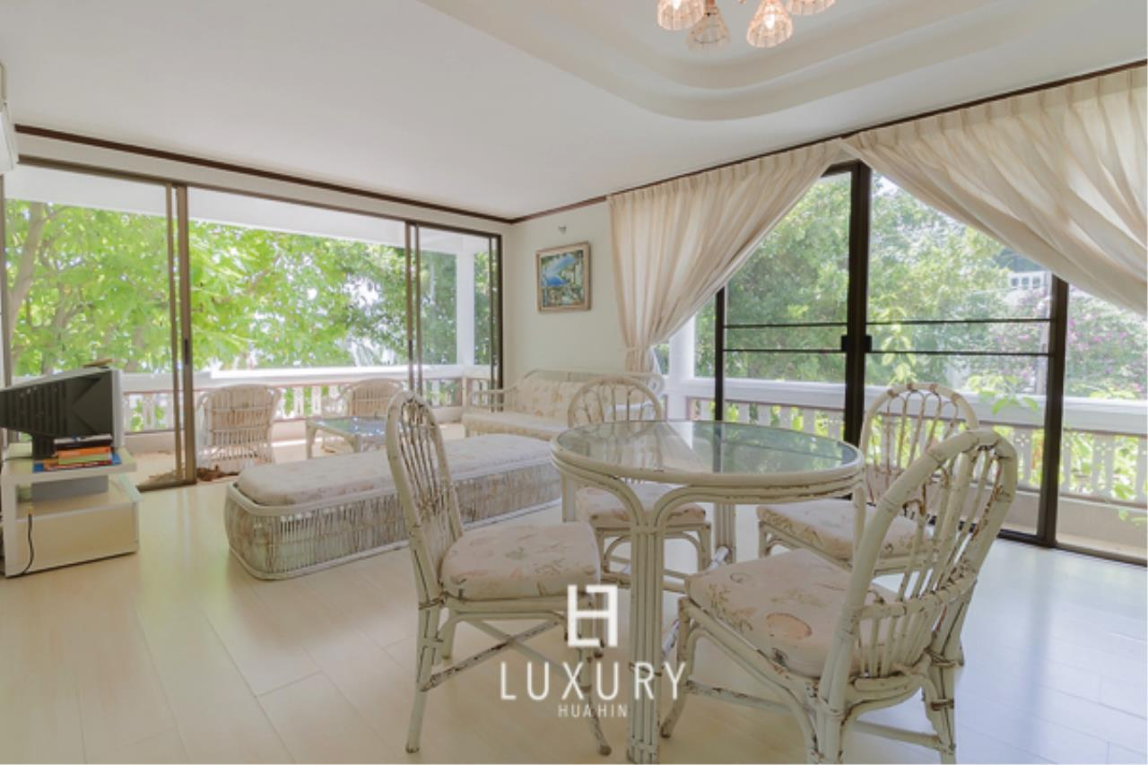 Luxury Hua Hin Property Agency's Beachfront Location 4 Bedroom Townhouse 6