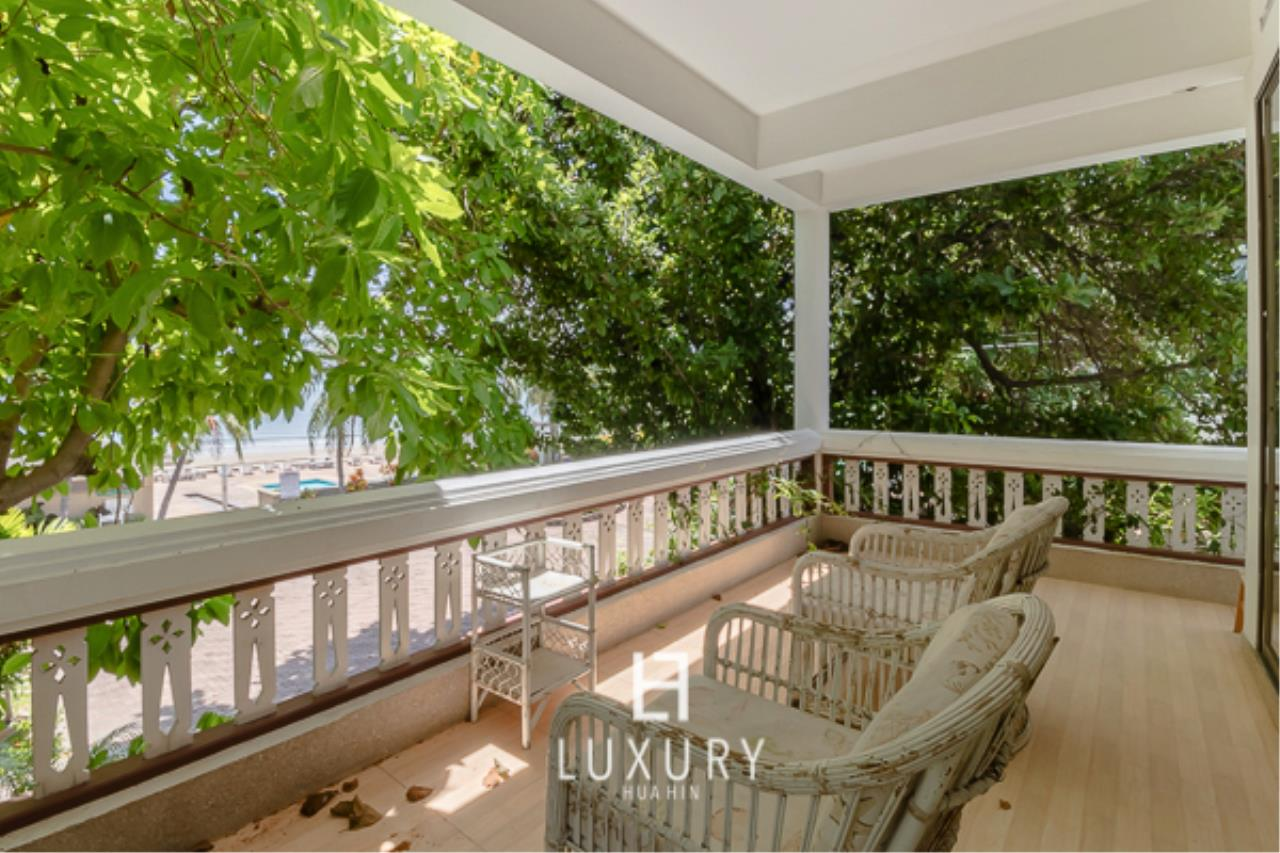 Luxury Hua Hin Property Agency's Beachfront Location 4 Bedroom Townhouse 4