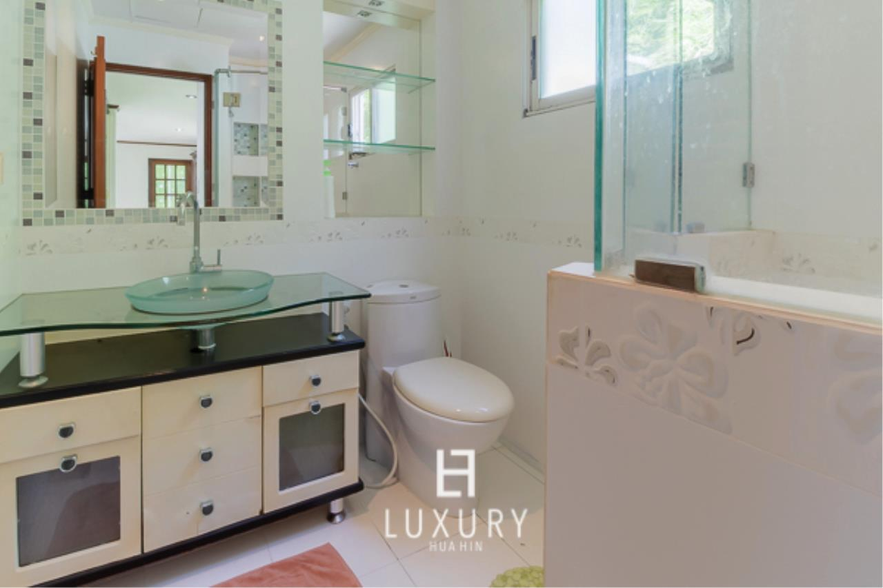 Luxury Hua Hin Property Agency's Beachfront Location 4 Bedroom Townhouse 8