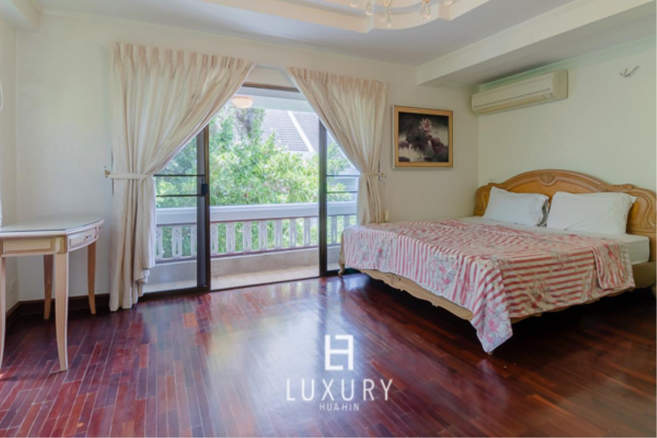 Luxury Hua Hin Property Agency's Beachfront Location 4 Bedroom Townhouse 9