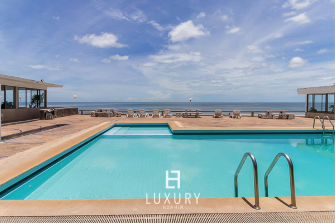 Luxury Hua Hin Property Agency's Beachfront Location 4 Bedroom Townhouse 10