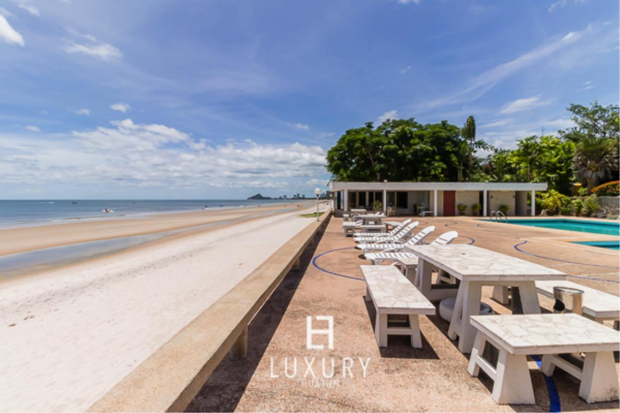Luxury Hua Hin Property Agency's Beachfront Location 4 Bedroom Townhouse 11