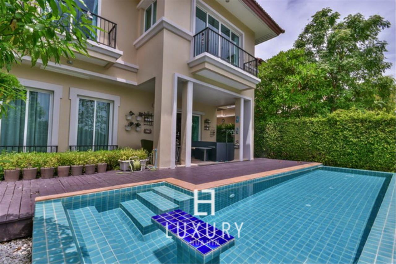 Luxury Hua Hin Property Agency's Beautiful 3 Bedroom Pool Villa 2