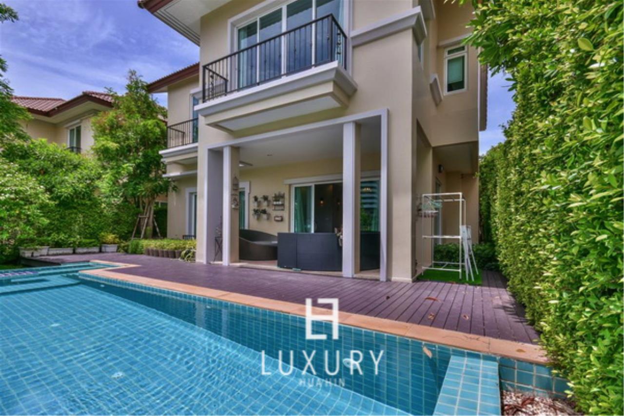 Luxury Hua Hin Property Agency's Beautiful 3 Bedroom Pool Villa 1