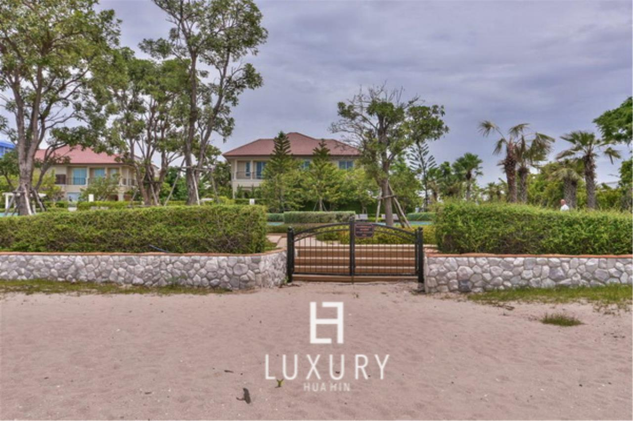 Luxury Hua Hin Property Agency's Beautiful 3 Bedroom Pool Villa 14