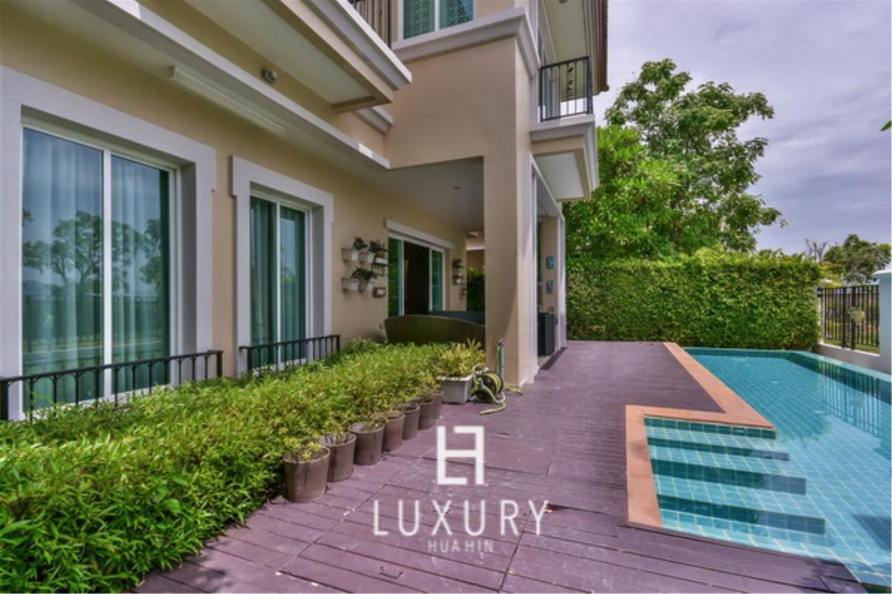 Luxury Hua Hin Property Agency's Beautiful 3 Bedroom Pool Villa 3