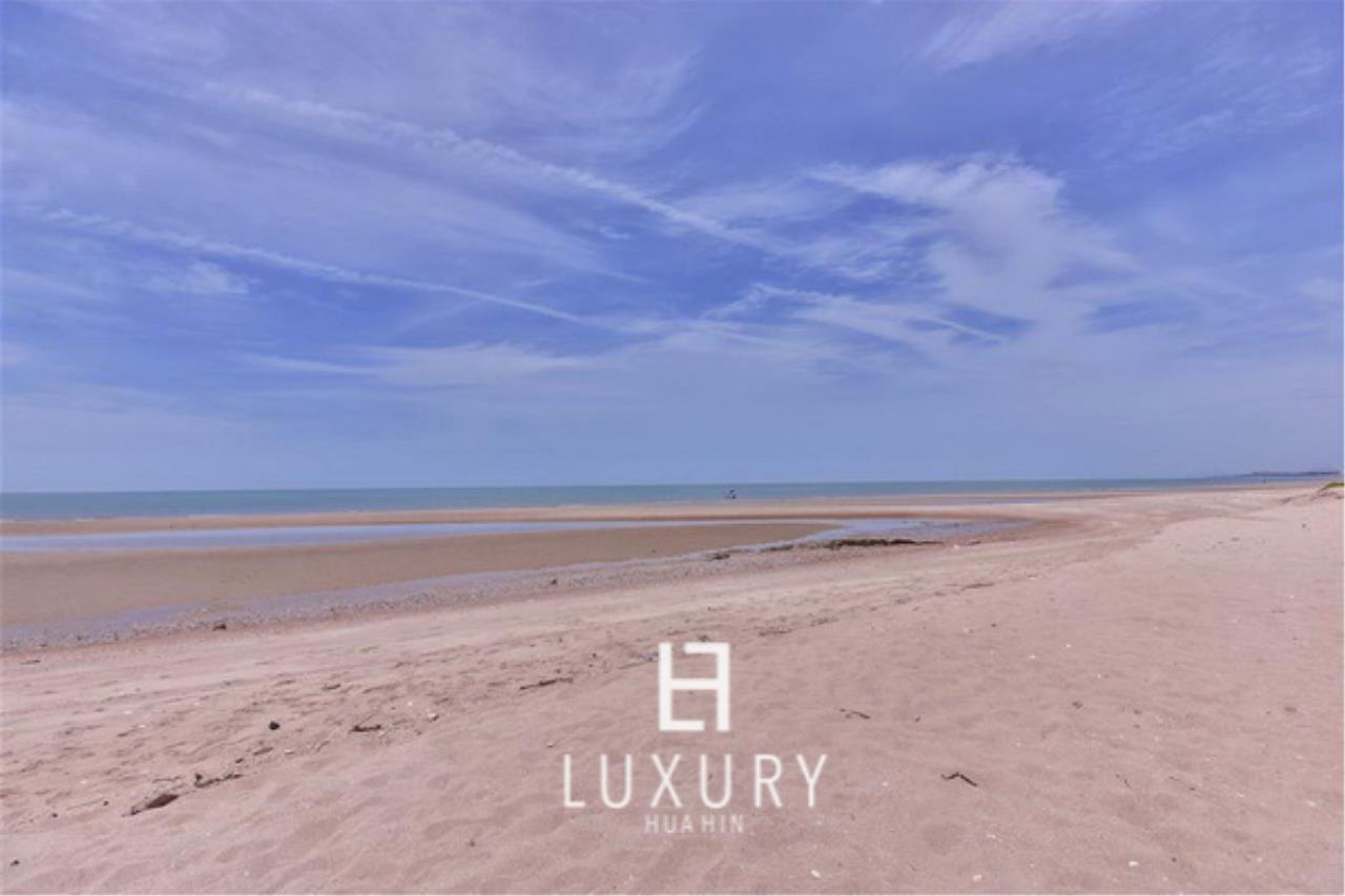 Luxury Hua Hin Property Agency's Beautiful 3 Bedroom Pool Villa 15