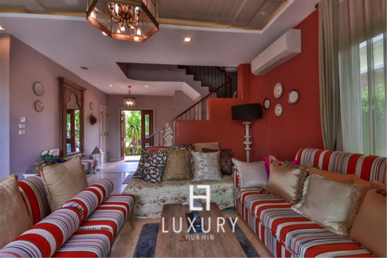 Luxury Hua Hin Property Agency's Beautiful 3 Bedroom Pool Villa 8