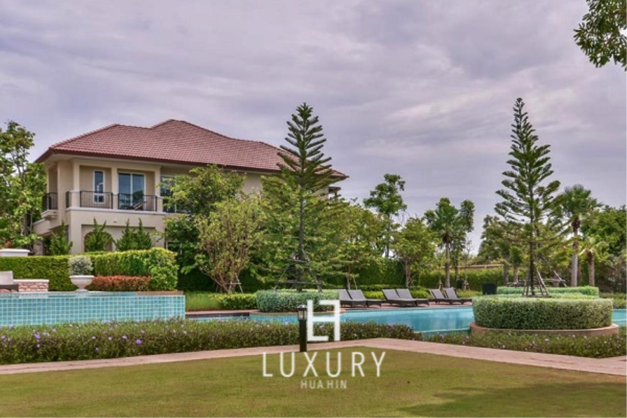 Luxury Hua Hin Property Agency's Beachfront 3 Bedroom Villa 1