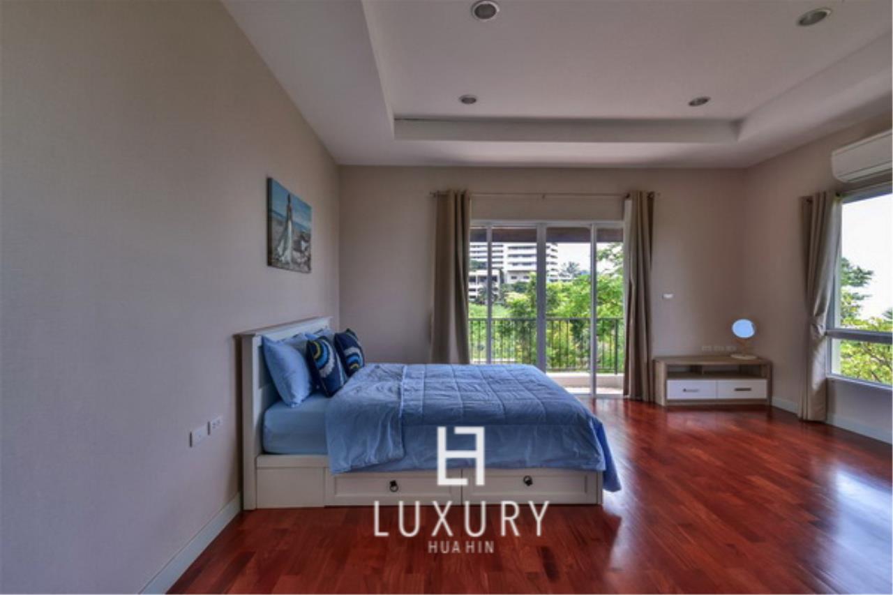 Luxury Hua Hin Property Agency's Beachfront 3 Bedroom Villa 11